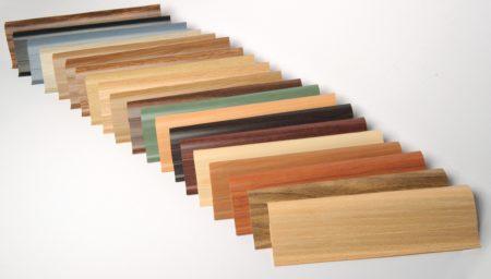 Разнообразие возможных вариантов потолочных декоров из ПВХ различных оттенков для оформления собственного помещения