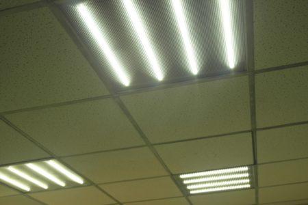 Оригинальный внешний вид потолочного светильника, который рассчитан на 30 Вт и устанавливается в офисных помещениях