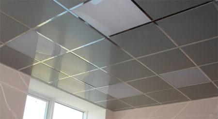Кассетный потолок из металла в интерьере смотрится интересно