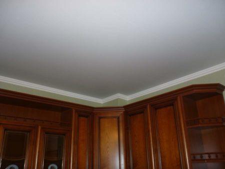 Матовая поверхность потолочной конструкции